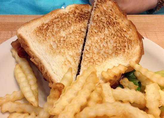 Charlie's Cafe: BLT and fries