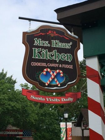 Holiday World & Splashin' Safari: Candy Shop