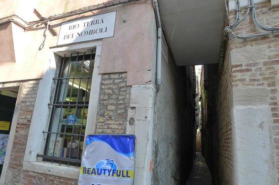Hotel Palazzo Barbarigo Sul Canal Grande: Take a photo of back entrance!