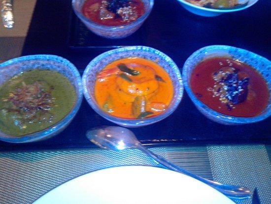 Spice Mela : Konkan Chicken Curry, Calcutta Prawn Curry, Chukandar Ghost