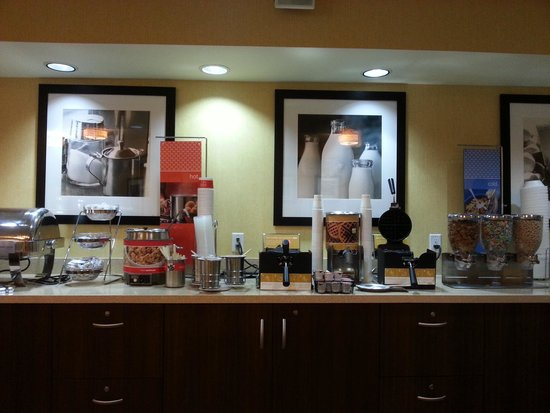 Hampton Inn & Suites Santa Ana/Orange County Airport: breakfast area