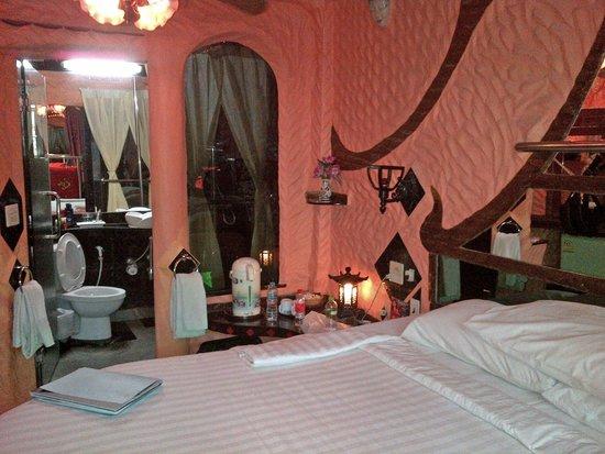 Penthouse Hotel: Bedside