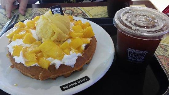 BeansBins Coffee Garosugil: Delicious waffles!!!
