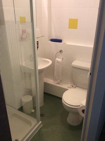 Ibis Styles London Excel: bath