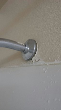 Fairbridge Inn Express: Shower head broken and drywall falling apart