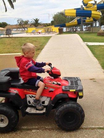 Messonghi Beach Resort : детские счастье- машинки за 3 евро:)