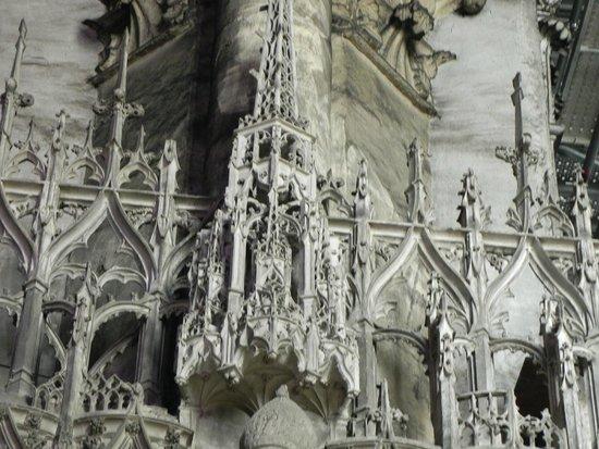 Tour de la Cathédrale de Chartres : intérieur cathédrale