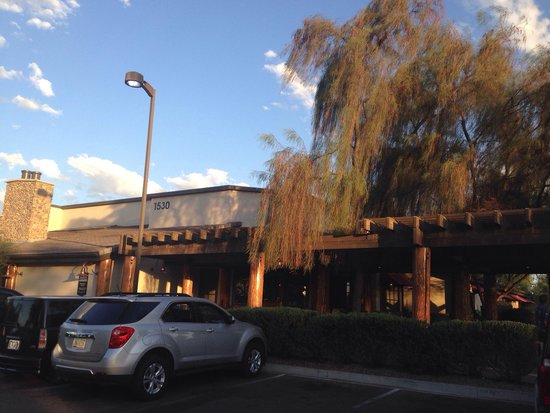 Claim Jumper Restaurants Lots Of Parking