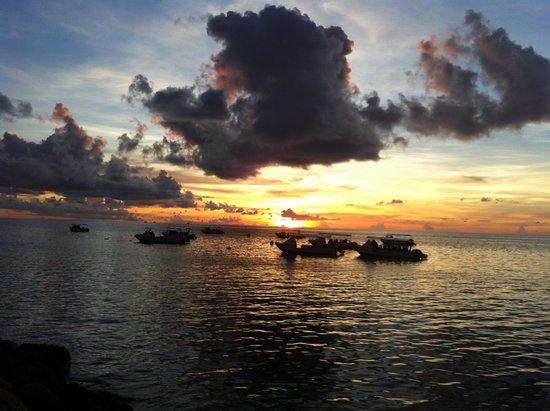 Avillion Layang Layang: Sunset from resort