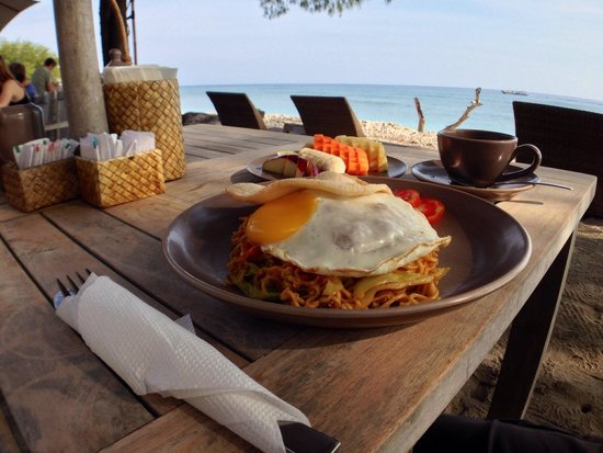 Desa Dunia Beda Beach Resort (Gili Trawangan - Lombok): An abundance of delicious breakfast on the beach
