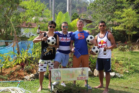 Football Crazy Golf - Phuket: the boys, old fat man wins