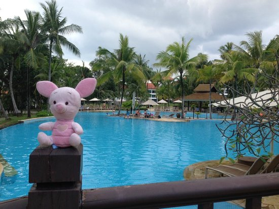 Bintan Lagoon Resort: Poolside.