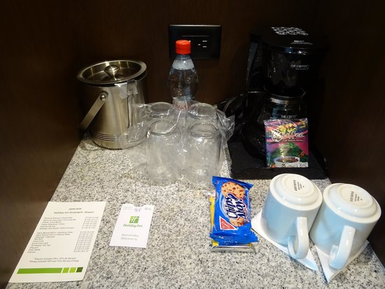 Holiday Inn Guayaquil Airport: coffee facilities in room
