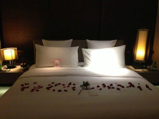 Alila Villas Uluwatu : Our bed in the one-bedroom villa.