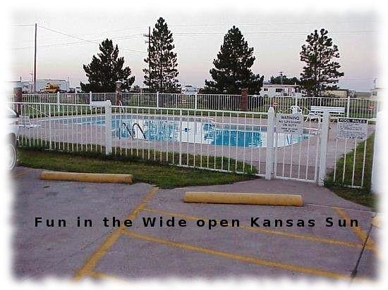 Kansas Country Inn: This picture is accurate, it was clean, cold and clear. We had a blast.