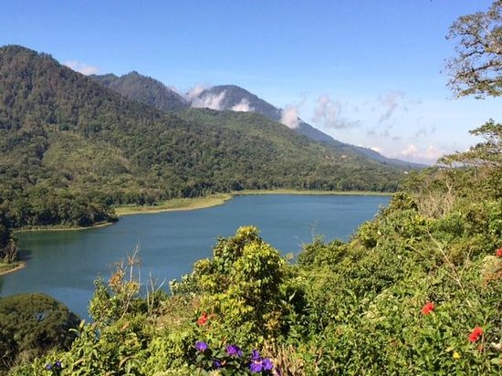 Munduk Wilderness - Day Tours: View of the lake and mountains