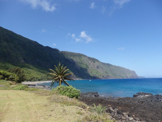 Molokai Mule Ride: This was the view when we arrived at the base of the cliffs.