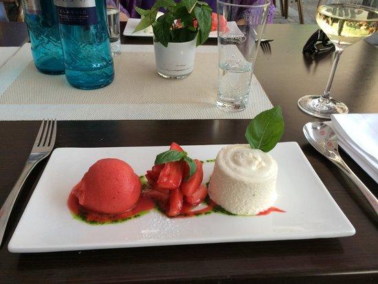 Bistro Filip: Vanille Panna Cotta mit Erdbeeren