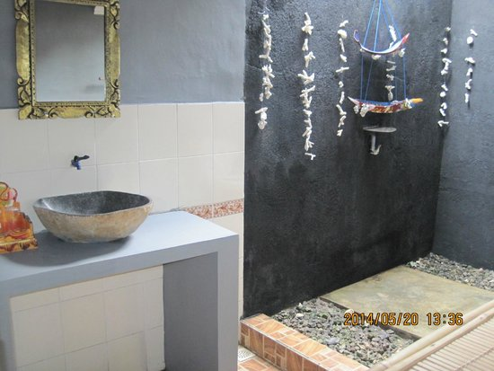 Damai Homestay: Beautiful bathroom