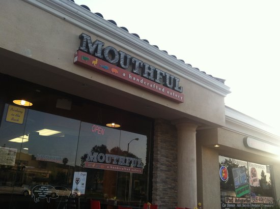 Mouthful Eatery : Store Front
