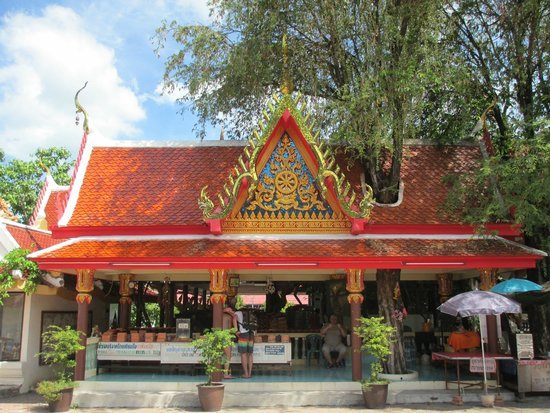 Big Buddha Temple (Wat Phra Yai) : For small donation you can write a message on a brick or roof tile which will be used in renovat