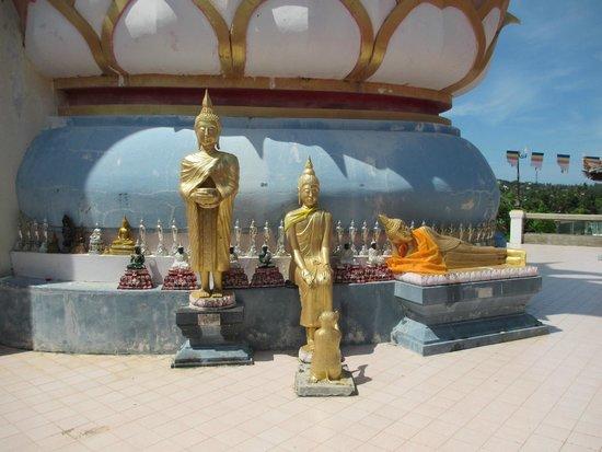 Big Buddha Temple (Wat Phra Yai): Statues around Big Buddha