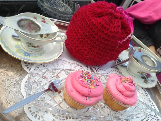 Madame Brussels: CUTE CUPCAKES FOR AFTERNOON TEA