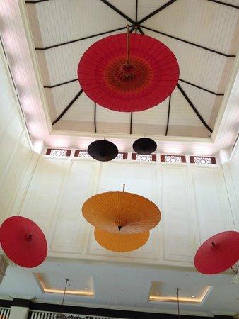 Sofitel Phnom Penh Phokeethra : Lobby ceiling