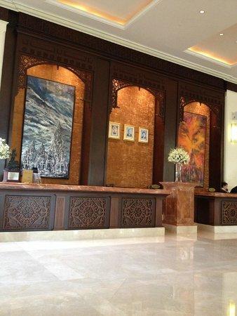 Sofitel Phnom Penh Phokeethra : Reception counters