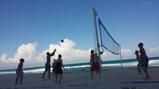 Secrets The Vine Cancun : Beach volleyball