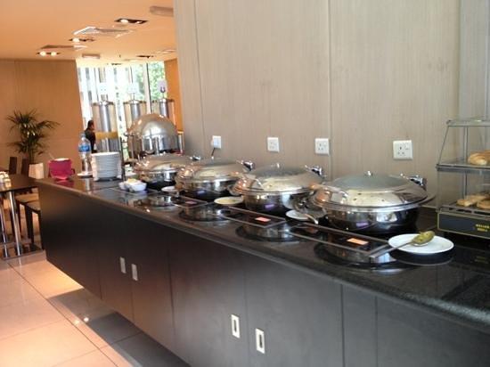 breakfast buffet hot meals picture of ibis sharq kuwait kuwait rh tripadvisor com