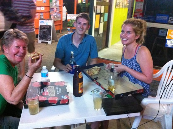 JJ's Backpackers Hostel: Pizza Night and new friends
