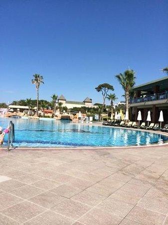 Maritim Pine Beach Resort: главный бассейн