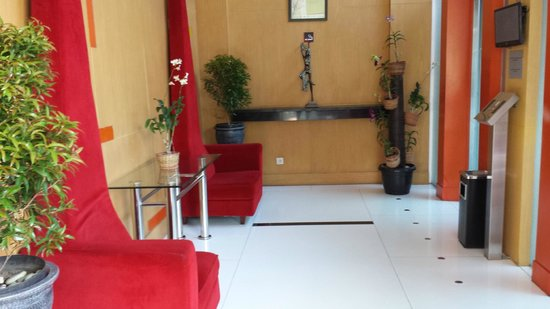 Ibis Semarang Simpang Lima: Lobby
