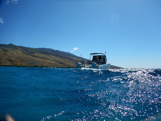 Molokai Fish & Dive Center: Beautiful day to go snorkeling and check out the scenery.