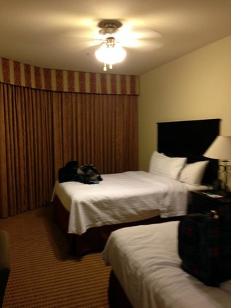 Homewood Suites Wichita Falls: Double beds and a curved window in one of the bedrooms.