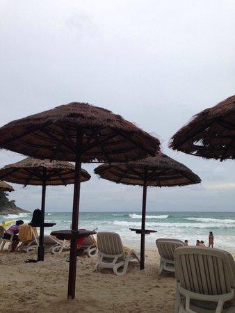 Le Meridien Phuket Beach Resort : Nice sandy white beach