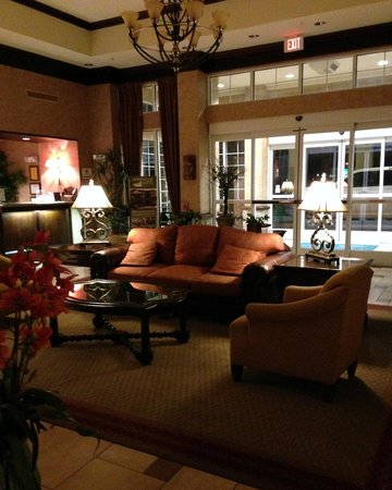 Homewood Suites Wichita Falls: Sitting area with a pool view.