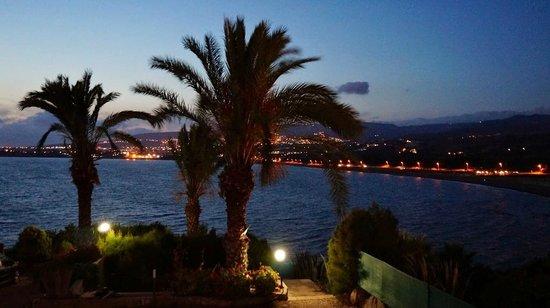 Vrachia Beach Resort : Вид с балкона номера вечером