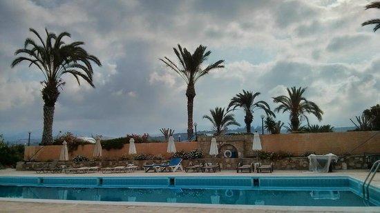 Vrachia Beach Resort: Бассейн