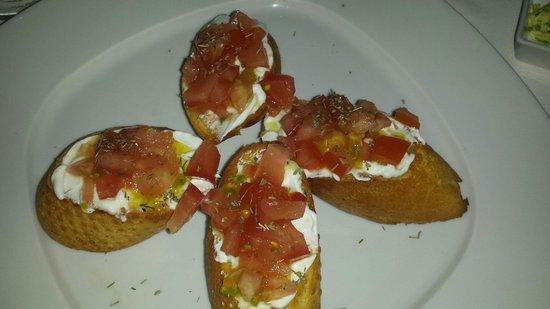 Aleka's Restaurant: Bruschetta col pomodoro e salsa allo yogurt