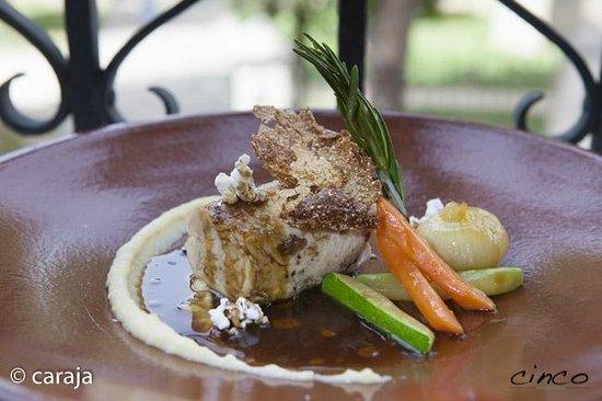 5 Restaurante: Pollo de corral a baja temperatura con frutos secos