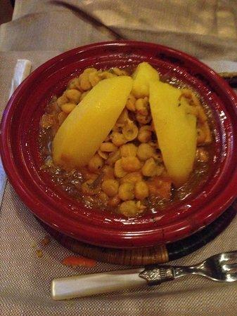 Riad Nour : Tagine di carne ( pollo ) con ceci e patate