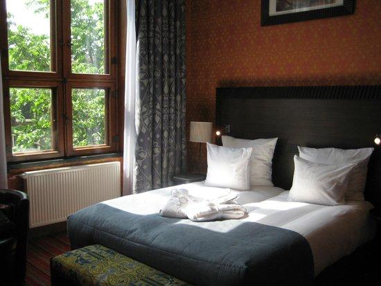 Grand Hotel Amrath Amsterdam: Mucha luminosidad, cama comodísima, confort máximo