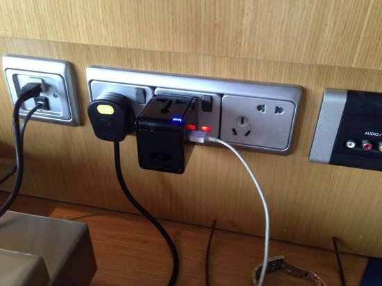 Novotel Singapore Clarke Quay : full of electric sockey