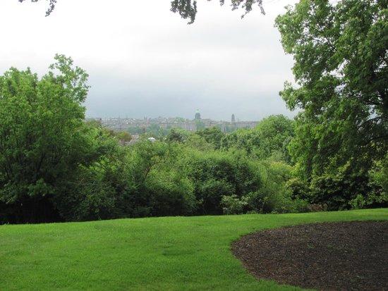 Water of Leith Walkway: View of Edinburgh from Botanical Gardens