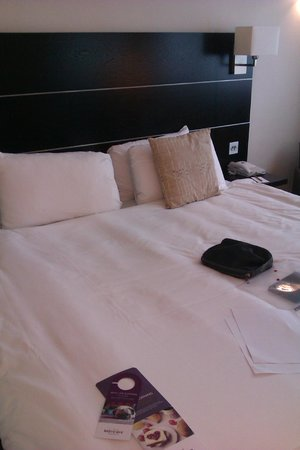 Mercure Manchester Piccadilly Hotel : Bed large and comfy