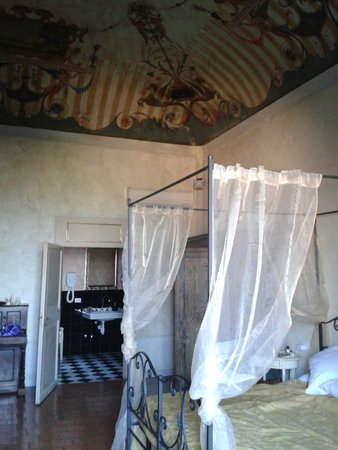 Hotel Il Palazzo: a little of the frescoed ceiling