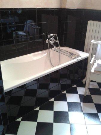 Hotel Il Palazzo: large bathtub