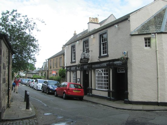 Holyrood Park : The oldest pub of Scotland in Duddingston Village